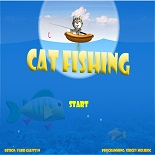 Котенок пытается выловить рыбу